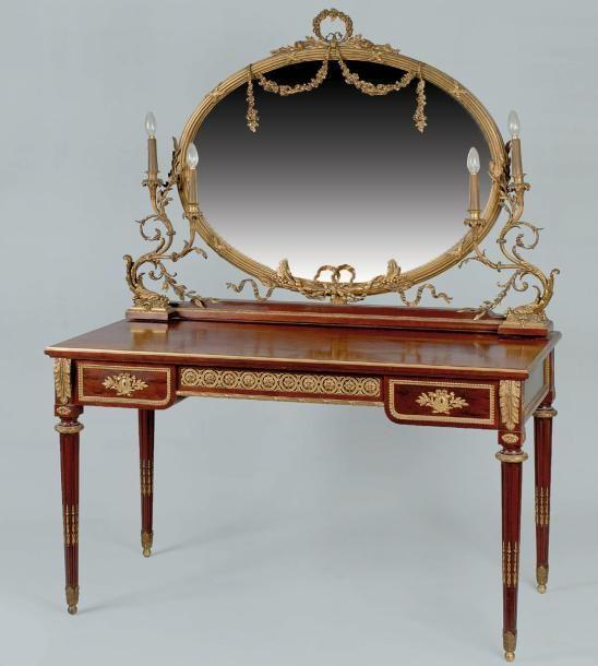coiffeuse rectangulaire en acajou et bronze dor orn e d 39 un miroir ovale flanqu de deux bras. Black Bedroom Furniture Sets. Home Design Ideas
