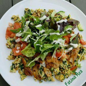 Spinazie roerei met gegrilde kip en champignons en wat salade