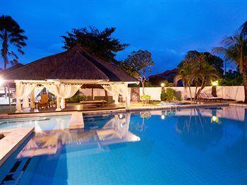 Butuh penginapan murah dan nyaman dekat bandara? Cobalah bertandang ke The Alit Hotel. Penginapan bergaya Bali ini menawarkan secercah ketenangan di tengah hiruk pikuk suasana Tuban. Lokasinya memang berdekatan dengan bandara sehingga samar-samar suara pesawat mungkin masih dapat terdengar dari kamar hotel. Namun, hal tersebut bisa dilupakan berkat ukuran kamar yang luas yang didesain dengan gaya vintage.  Di areal hotel, wisatawan bisa menemukan kolam renang luas berair biru jernih…