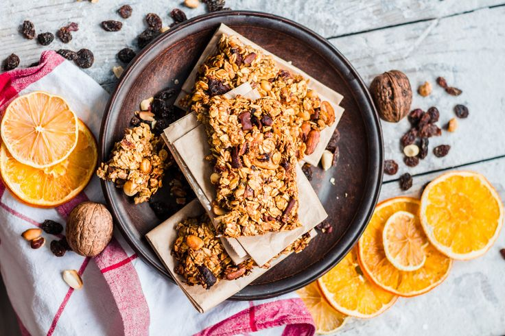 Kaylaaaa Granola Bars  2 cups rolled oats ½ cup shredded coconut 30g walnuts, roughly chopped ½ orange, juiced ½ cup natural honey 2 tbsp almond butter 1 tsp vanilla extract ⅛ tsp salt