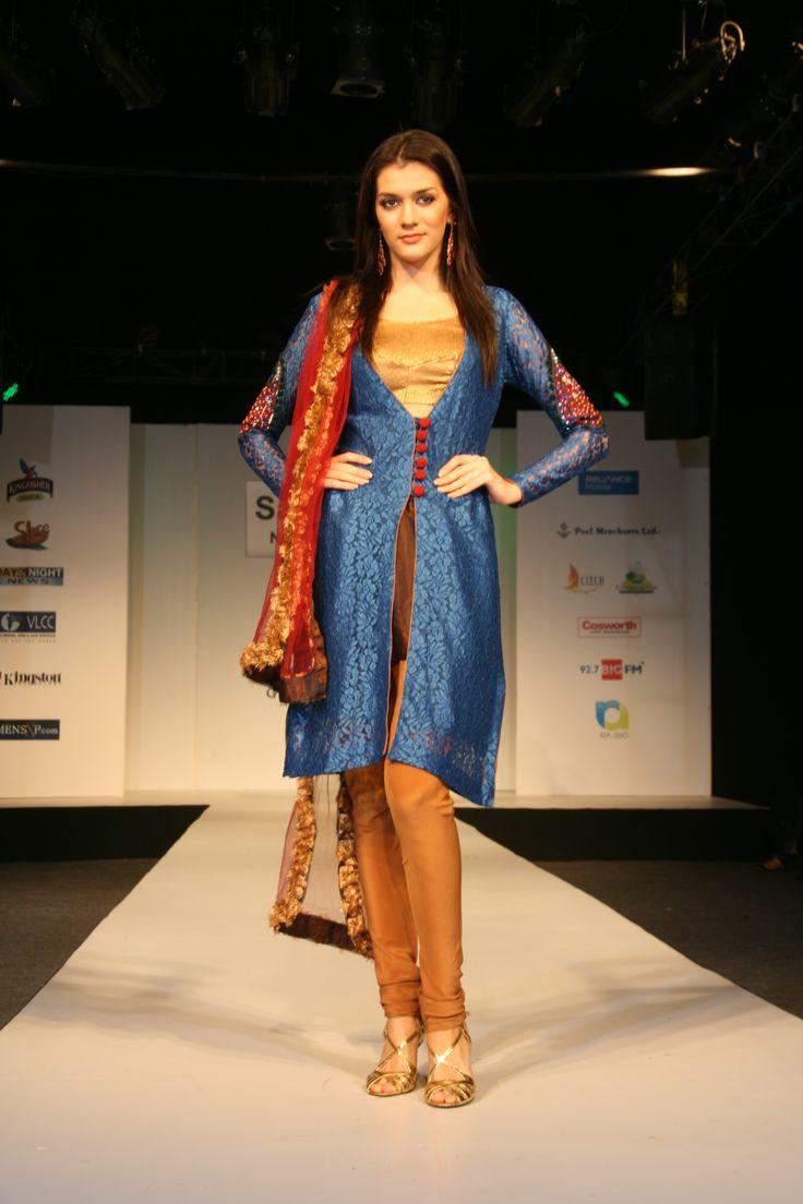 #saree #indian #ethnic #sari #suits #lehngas #sarees #ladies #ladieswear #sattvika #suit #indianethnic #bollywood #fashion www.sattvikafashions.com