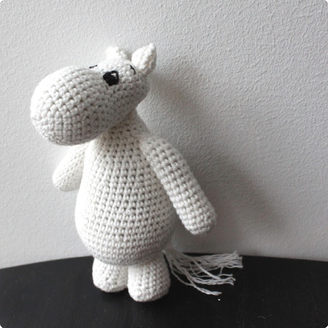 I wish I could crochet, I would so make this!