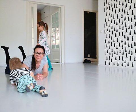 Tuo koti tulee aina olemaan merkityksellinen koti. Sellainen, jonka ohi kulkiessamme kerromme lapsille jonkun hauskan muiston ajoista noissa 56 neliössä 🏠💖 Blogissa postaus hyvästeistä vanhalle kodille sekä siivouksesta, jonka koti todellakin ansaitsi. #muutto #muuttosiivous #sponsored #freska @freska.fi | SnapWidget