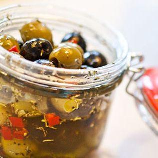 Gemarineerde olijven - Marinated olives #tapas