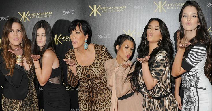 Este test nos dirá qué tan fan eres del show Keeping Up With The Kardashians -  Keeping Up With The Kardashians, es un reality show para televisión que se estrenó en octubre de 2007. La serie documenta la vida cotidiana de la familia de celebridades Kadashian/Jenner, formada por la ex esposa del fallecido abogado Robert Kardashian y sus hijos, entre los más famosos Kim Kardashian, Khloé Kardashian, Kourtney Kardashian, Kylie Jenner, Kendall Jenner y con apariciones ocasionales de su único…