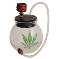 Ronde glazen waterpijp met wietblad decoratie.   Grasscompany.com