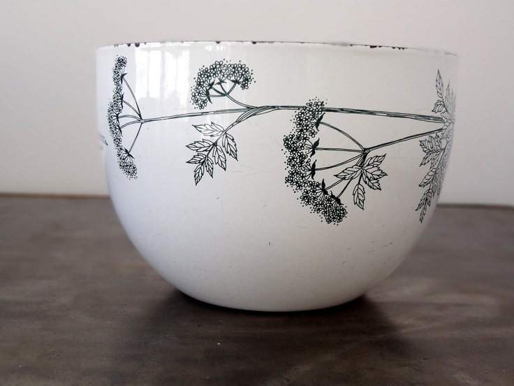 LOVE THIS!! Mid Century Modern Danish Kaj Franck Finel / Arabia Enamel Bowl. veranellies on Etsy.