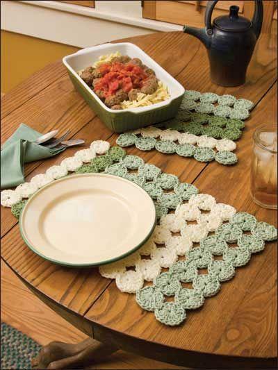 Crochet Yo-Yo Patch Place Mat & Hot Pad: free pattern ♡ Teresa Restegui http://www.pinterest.com/teretegui/ ♡
