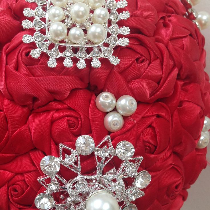 Little Silver Sixpence  have added large brooches to the pompon bouquet for custom made orders