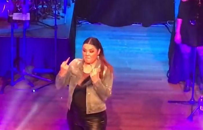 Yuridia se enfurece con un fan MIRA LO QUE DIJO!  #EnElBrasero  http://ift.tt/2pODWNP  #yuridia
