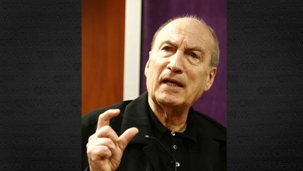El escritor argentino Tomás Eloy Martínez