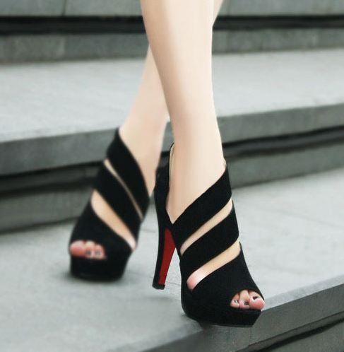 Loooovve these shoes !!!! New stylish handmade black straps high heel sandals