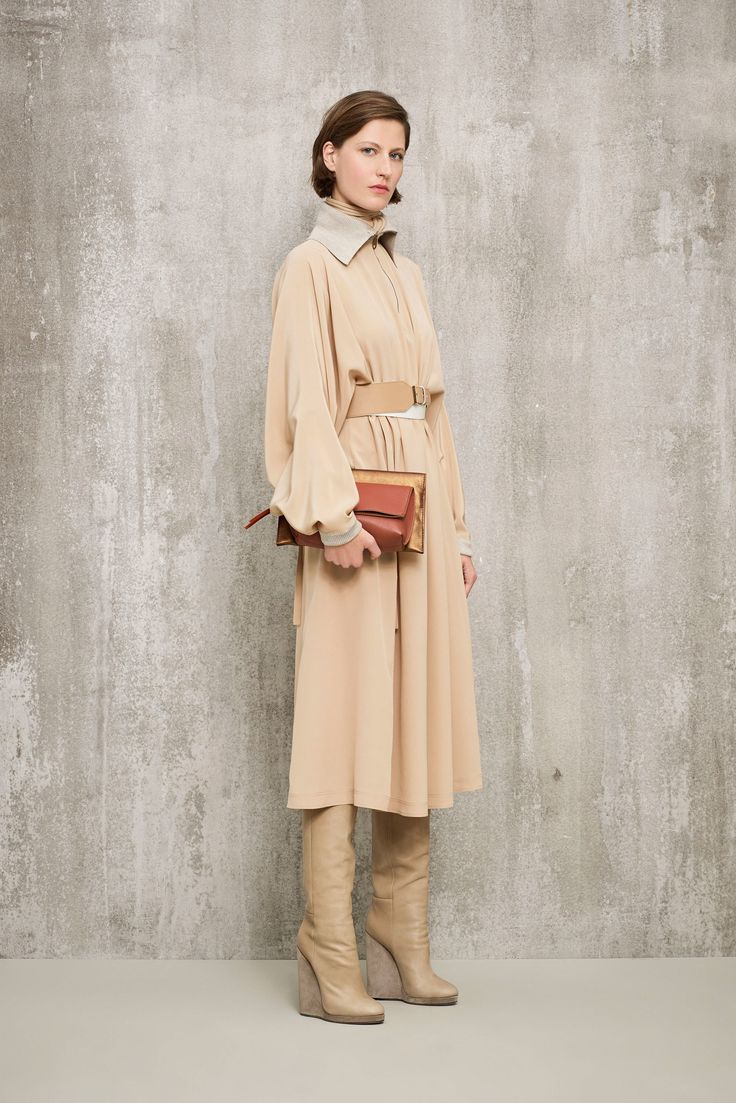 See the complete Agnona Pre-Fall 2018 collection.