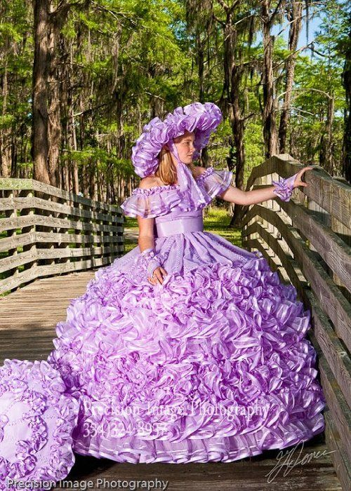 .This is the dress that Scarlet would wear in Gone With The Wind!