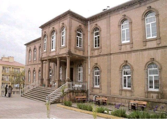 Sultan-ı İdadi-Eski Balıkesir Lisesi binası-Year built: 1895-(1898 also were damaged in the eartquake)-Repair: Ottoman Sulyan II. Abdulhamid-Repair year: 1902-(It is still used as the Faculty of Fine Arts)-Karesi-Balıkesir-Turkiye