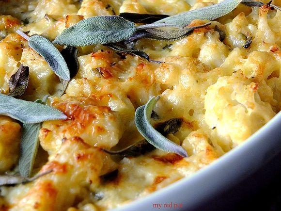 Kalafior zapiekany z serem i szalwia