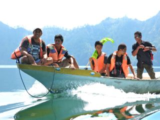 Sharing Bali staff always have take their own boat ride across Lake Batur. They deserve it after leading our sunrise caldera trek for 4 hours!