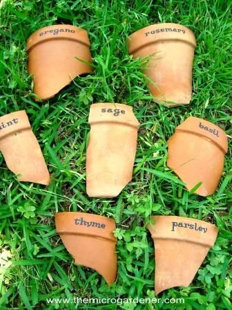 Broken terracotta pot markers | The Micro Gardener @patschiber