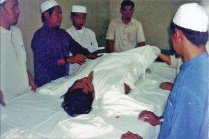 Net als bij andere religies is het ook voor moslims van belang dat rituelen rondom de dood worden uitgevoerd volgens geloofsvoorschriften. Nederlandse artsen en verpleegkundigen hebben echternauwelijks kennis van deze rituelen bij overlijden van moslims.