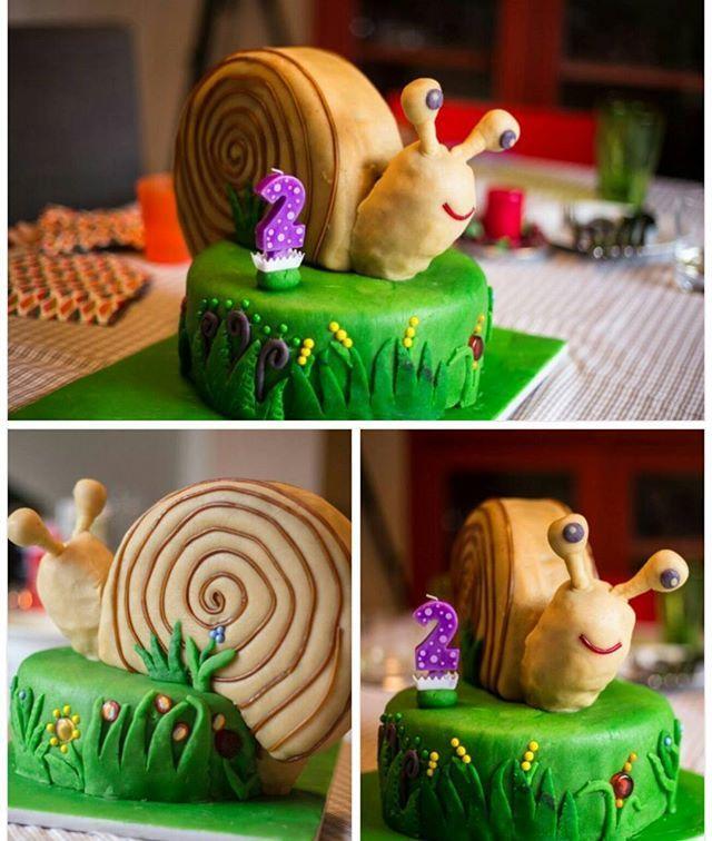Snail cake for my sweet 2 year old boy! #birthdaycake #handmade. #madewithlove #snailcake #twocakesinacake #2yearold #flowercake #geburtstagtorte #schnecketorte #schnecke #τουρταγενεθλιων. #γενέθλια #σαλιγκάρι