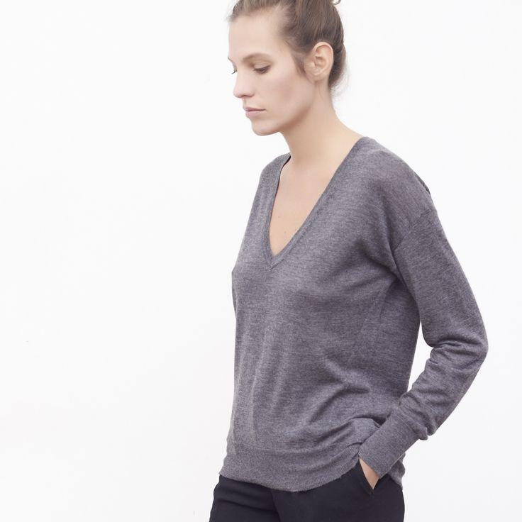 Pull col V femme cachemire Isabelle gris chiné - MAISON BRUNET - http://maisonbrunet.com/product/pull-col-v-cachemire-isabelle-gris-chine?ref=category-femme #cachemire #cashmere #knit #knitwear #details #femme #woman #madewithlove #conçuaparisavecamour