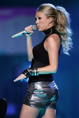carrie underwood - cute pony tail....