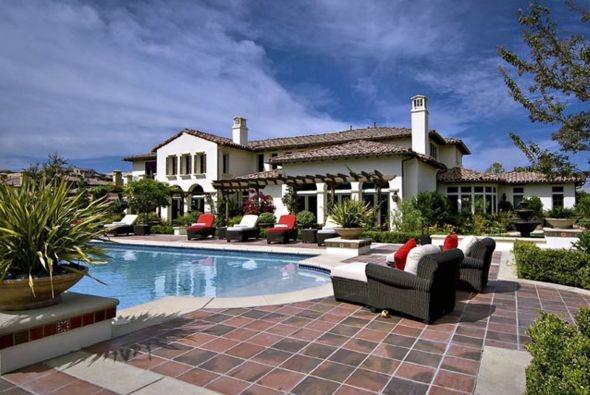 Beautiful JUSTIN BIEBER's mansion!!!!!