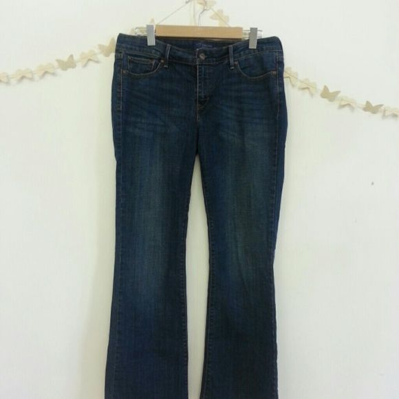 EUC Levi's women's jeans Levi's women's classic curve boot cut size 12/31 worn once excellent condition well cared for. Washed in cold water, never dried in the dryer. Just doesn't fit anymore. Please ask questions all sales are final. Levi's Jeans