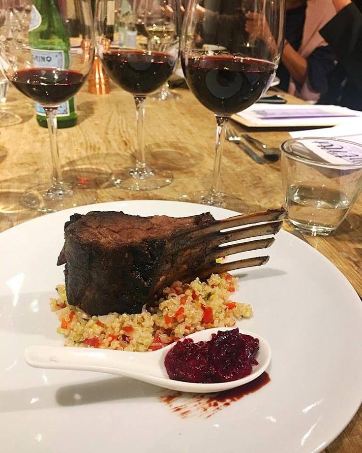Rack de Cordero con chutney de moras y tabule de quinoa maridado con Cocodrilo  Plato principal anoche en nuestra cata premium de Viña Cobos