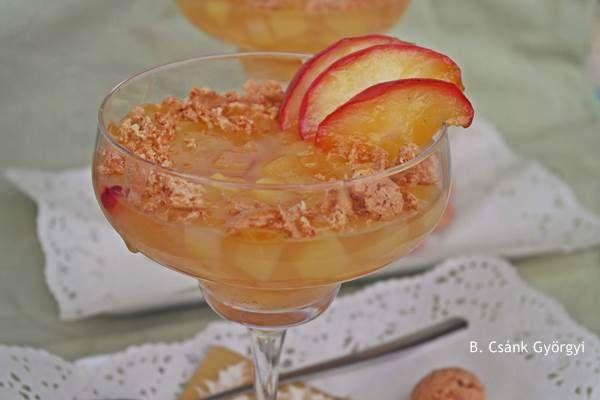 Fűszeres-zselés almakompót karamellizált gyümölccsel, kekszmorzsával | Szépítők Magazin