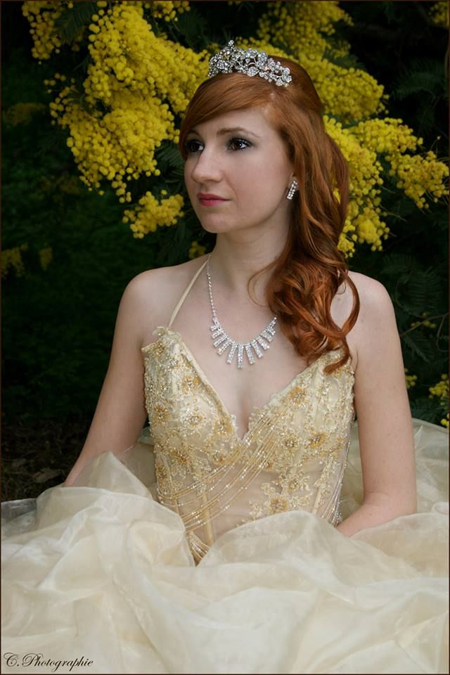 #girl #woman #women #fille #femme #lady #redhair #red #hair #rousse #rouquine #modele #mode #fashion #dress #pretty #sexy #photography #photographie #picture #dress #robe #princesse #diadème #boucles #hair