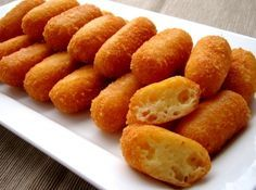 """Gyors sajtkrokett recept 300 g sajt - trappista 1 db tojás (közepes, """"M""""-es méretű) 30 g búzaliszt (BL55) Összegyúrjuk, rudacskákat formálunk, kisütjük olajban"""