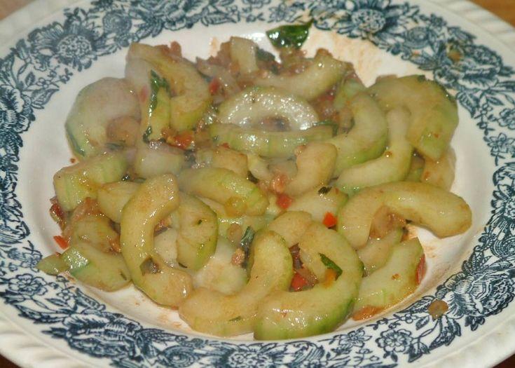 Komkommer Uit De Wok recept   Smulweb.nl