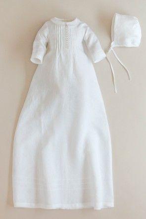 Dåbskjole i hvid organza med prikker. Lange ærmer og foer af 100% bomuld. CD61 Oli Prik Dåbstøj
