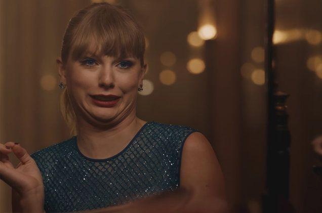 """Taylor Swift Delicate Video Taylorreveló recientemente un corto video de expectativa con detalles del videoclip """"delicate"""".    El video en redes sociales de T.Ses básicamente la cantante desdoblando un papel. Con la información del evento en el que estrenará el video de """"Delicate"""". Taylor Swift Delicate Video Este domingo 11 de marzo en la gala de los IHeartRadio Music Awards 2018.   #DelicateVideo #IHeartRadioMusicAwards2018 #TaylorSwift #TaylorSwiftDelicate"""