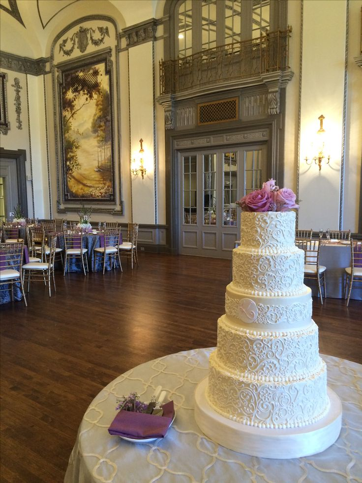 Gorgeous Buttercream wedding cake at The Tudor Arms hotel in Cleveland Ohio