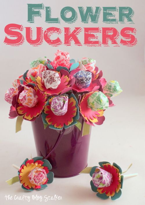 Flower Suckers So cute and so much fun to give!  Click over to the blog to see how to make your own with Cricut