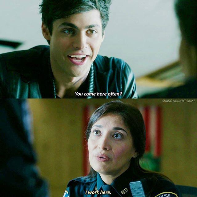 "#Shadowhunters 1x07 ""Major Arcana"" Haha Alec trying to flirt, key word trying :)"