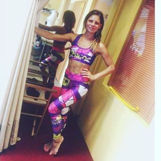 Wybieraj ubrania sportowe w których będziesz się czuła dobrze i wyglądała dobrze😘  Wybieraj odzież 2skin🖒☺  www.dancewear.com.pl  #sportsbra SOLAR  #leggings TABATA    #2skin #fitlook #outfit #activewear #activewomen #sixpack #stronggirls #training #abs #workout #gym #gymgirls #core #leginsy #top #workforit #motivation #bodyshape #power #hot #hotandfit #energetic #move #tabata #solar #fitnessapparel #gymwear #shopping