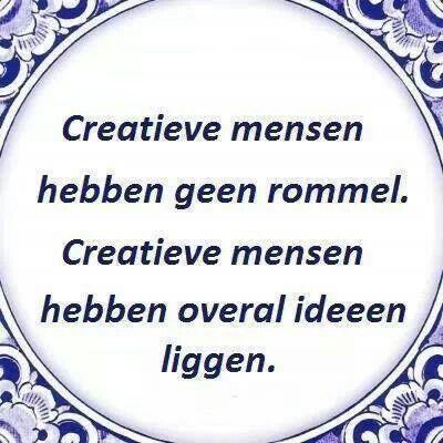 Creatieve mensen hebben geen rommel. Creatieve mensen hebben overal ideeën liggen.