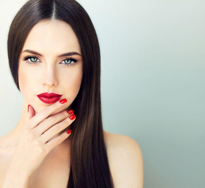 Le lissage brésilien, ou même appelé un traitement brésilien à la kératine, est une solution efficace et miraculeuse pour renforcer vos cheveux.