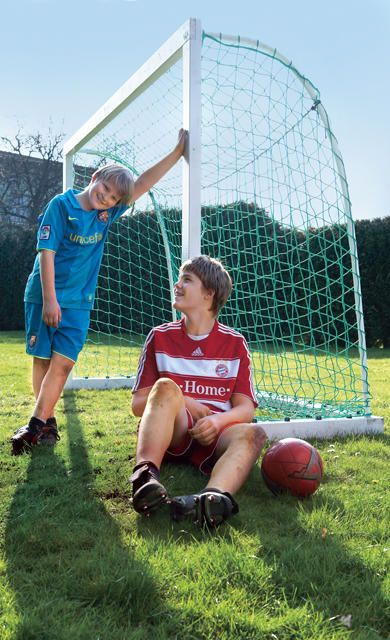 Die Konstruktion ist kinderleicht, aber dennoch sehr stabil gehalten: Mit dieser Anleitung können Sie Ihr eigenes Fußballtor selber bauen