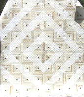 I really like this two tone quilt log cabin…I QU…