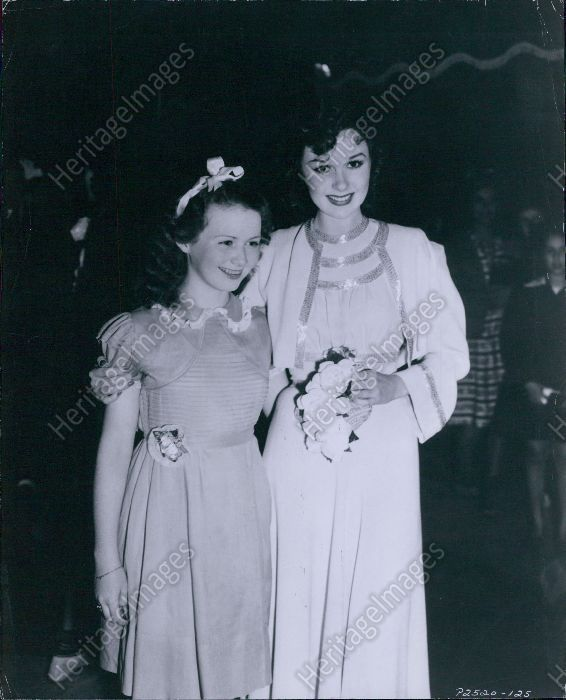 "Susan Hayward and Ann Gillis (who played her character Isobel's young self in ""Beau Geste""), 1939"