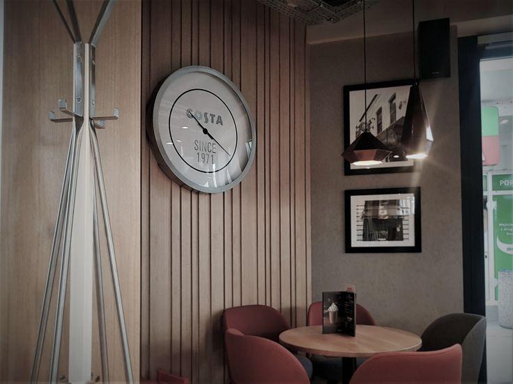 Zegar według indywidualnego projektu Costa Coffee