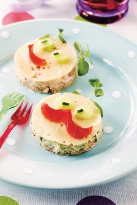 Hauskat juustoleivät  http://www.pirkka.fi/ruoka/reseptit/61142-hauskat-juustoleivat