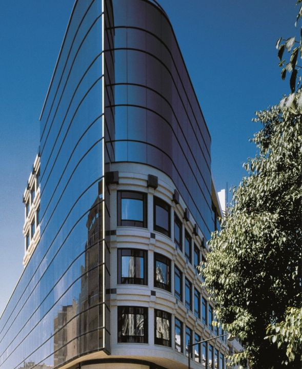 DUQUE D'ÁVILA, 185 | LISBOA O Edifício localiza-se na Av. Duque d'Ávila no centro de Lisboa, apenas a poucos metros da saída do Metro e do Corte Inglés.  Excelente imagem corporativa.  Áreas disponíveis de: 61 a 1.841,02m2. Mais info @ http://www.worx.pt/pt/imoveis/duque-d-avila-185