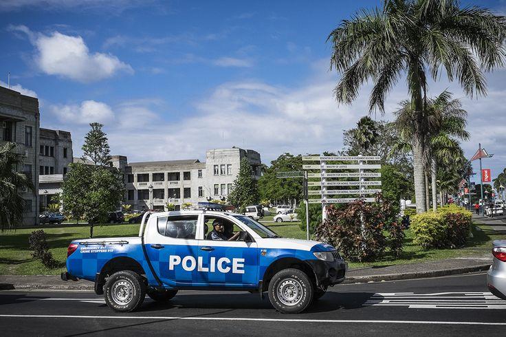Fidji devient le 99ème État à abolir la peine de mort, qui sera le 100ème ? http://www.amnesty.fr/Nos-campagnes/Abolition-de-la-peine-de-mort/Actualites/Fidji-devient-le-99eme-Etat-abolir-la-peine-de-mort-qui-sera-le-100eme-14562?utm_source=twitter&utm_medium=reseaux-sociaux