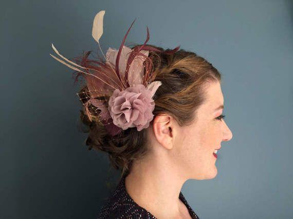 Komt de liefde Fascinator roos koperen blush Rosé veer haar sieraden zendspoel bruiloft bruids juwelen pastel poeder mauve mauve rozenhout