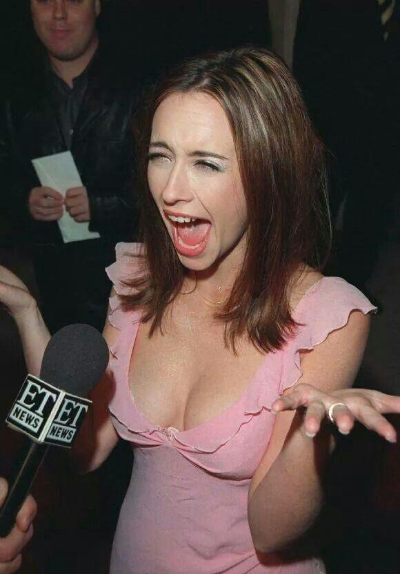 у девушки вываливается грудь на скорости они сами